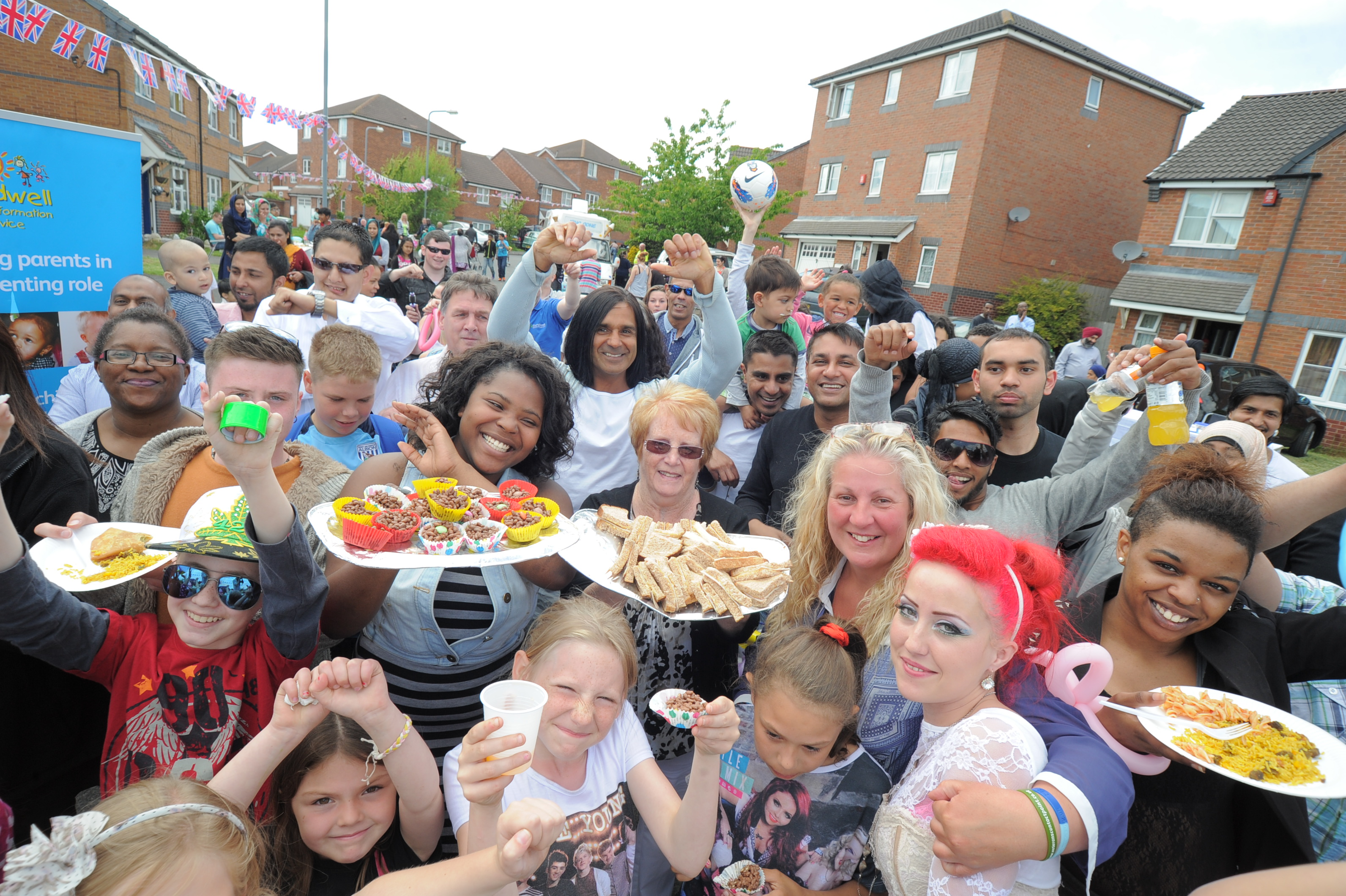 Neighbours get together for a Big Lunch in Birmingham