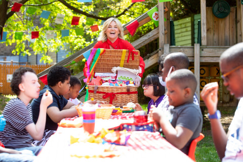 Anthea Turner at Action for Children Big Lunch