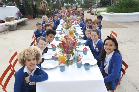 Children at a Commonwealth Big Lunch table